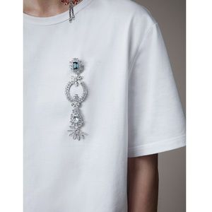 Burberry Boyfriend fit t-shirt with crystal brooch